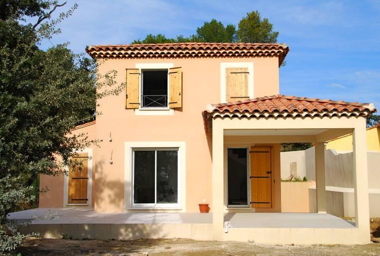 Villa sur grand terrain atypique salon de provence dans for Site constructeur
