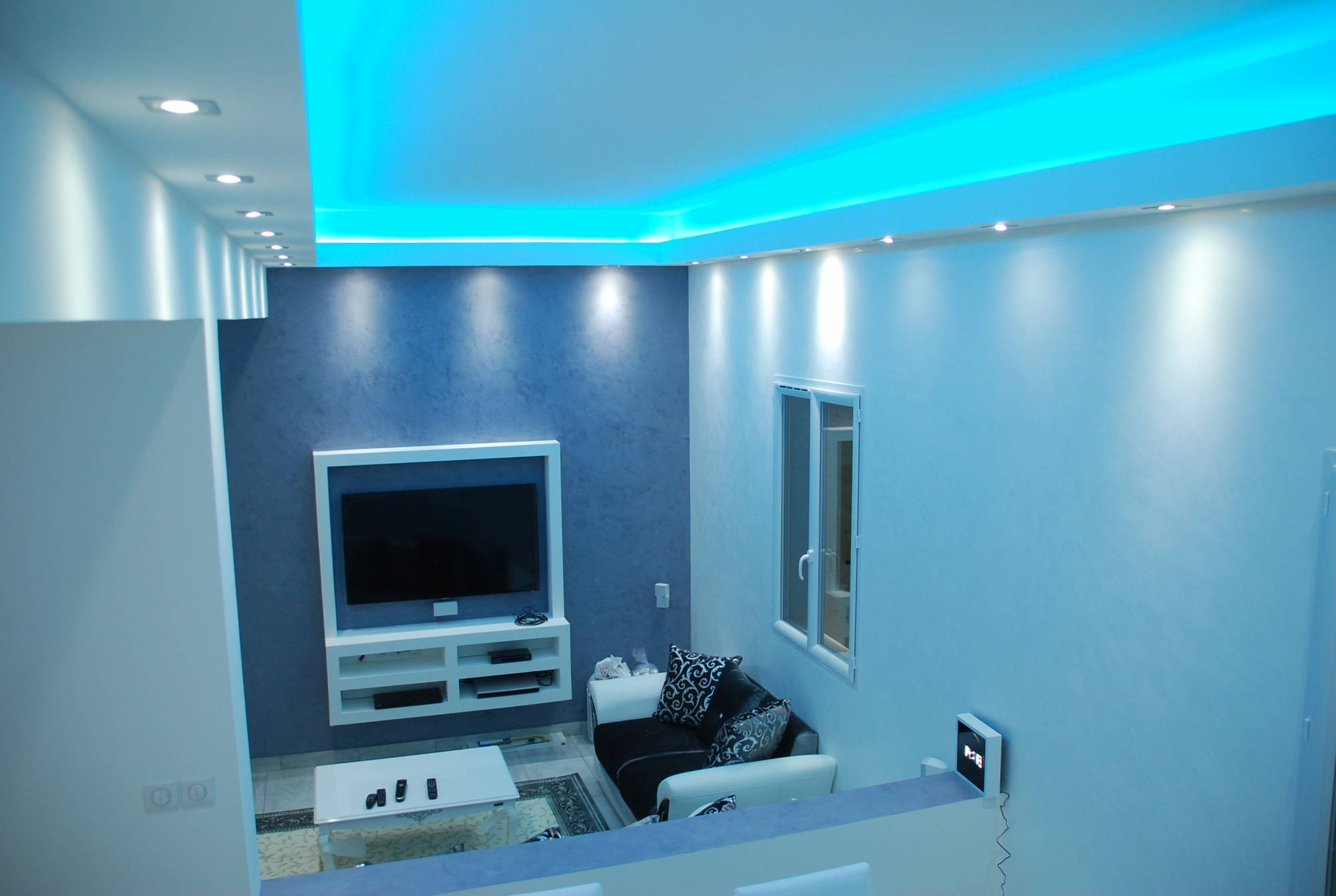 projet ruban led dans faux plafond forum sur les led. Black Bedroom Furniture Sets. Home Design Ideas