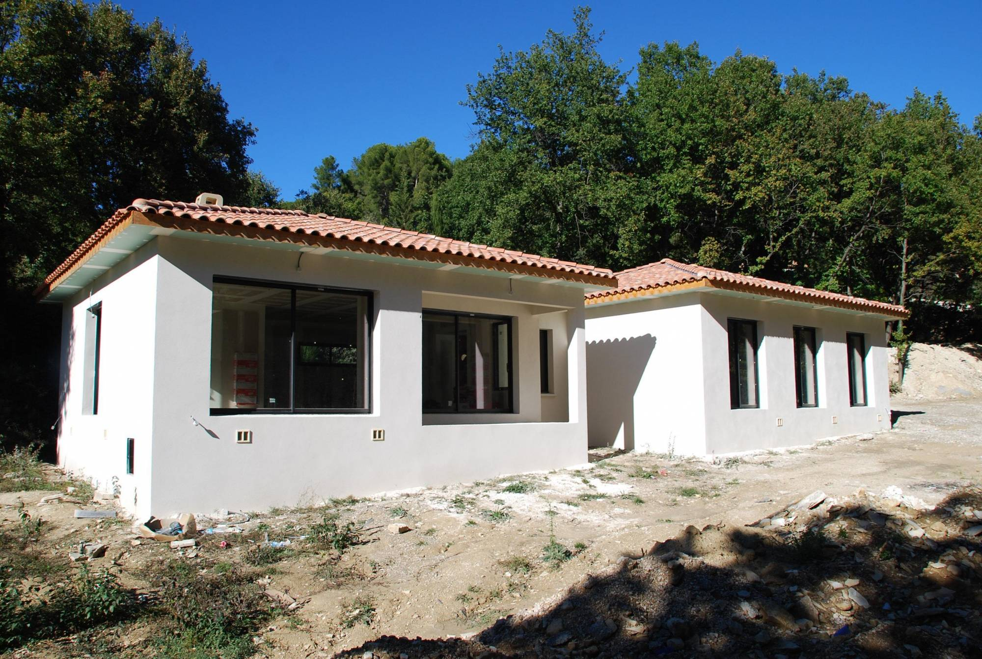 Construction d 39 une villa bbc moderne eguilles 13510 avec for Construction villa